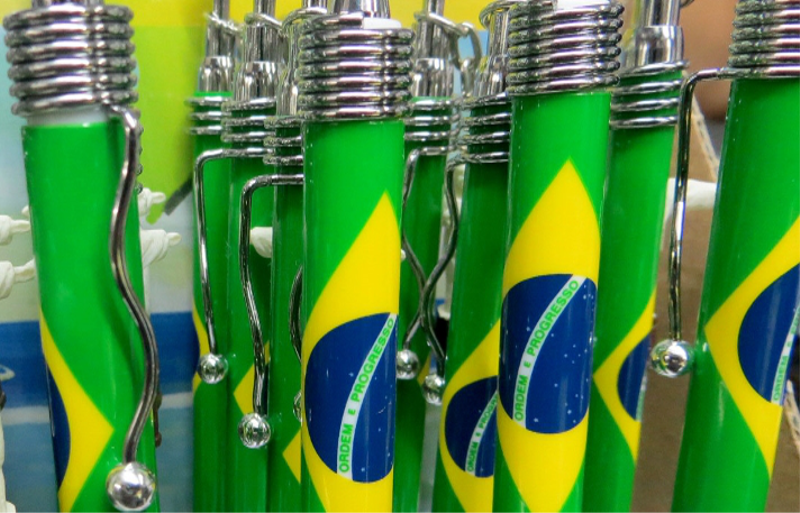 Several ballpens in an upright position as for display. The pencils have the Brazilian national flag printed on them.